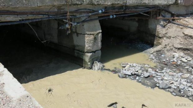 Ночной ливень устроил потоп в Феодосии, канализационные стоки вылились в море