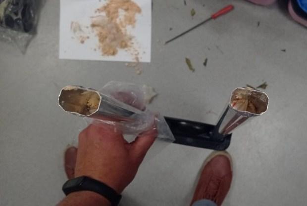 """В аэропорту """"Симферополь"""" задержали москвичку с наркотиками, спрятанными в ручку чемодана"""