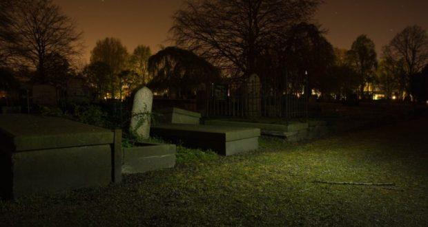 Ничего святого... В Симферопольском районе парочка воровала оградки с сельских кладбищ