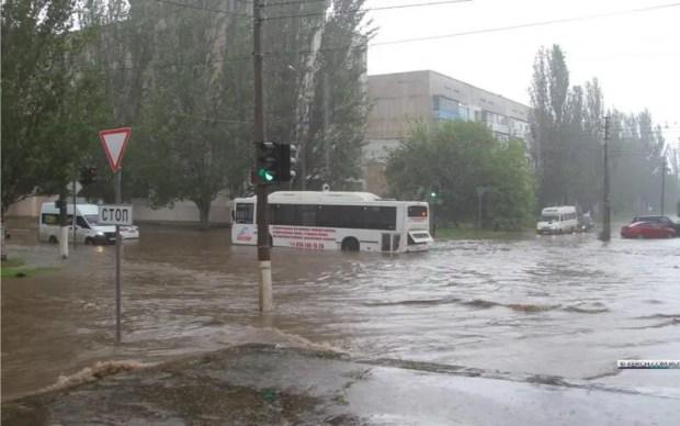 Июньский ливень затопил Керчь
