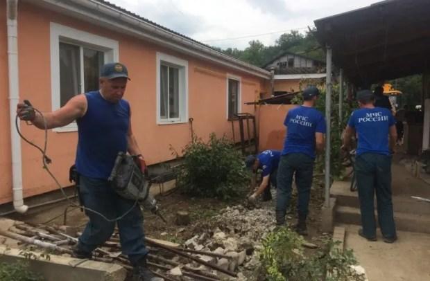 МЧС: завершаются работы по восстановлению жизнеобеспечения городов и сёл, пострадавших от непогоды в Крыму