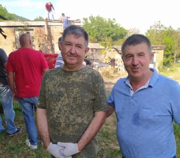 Друзья познаются в беде. О том как «Доброволец» и его товарищи разгребали завалы после пожара в селе Широком