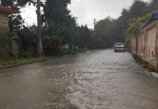 Ливень в Саках: есть подтопленные дома, сообщается об эвакуации двух человек