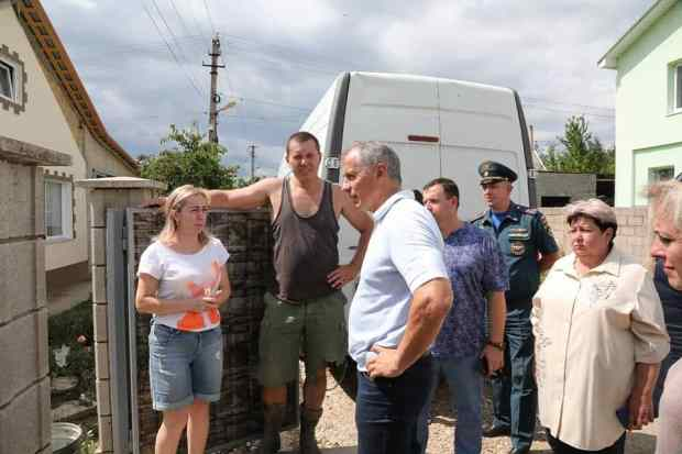 Владимир Константинов посетил сёла Бахчисарайского района, пострадавшие от стихии