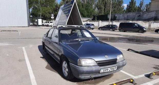 В Симферополе убирают с улиц бесхозные автомобили