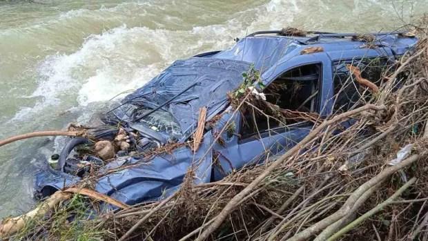 Из разбушевавшейся реки Коккозки извлекли еще один автомобиль. Фоторепортаж «КРЫМ-СПАС»