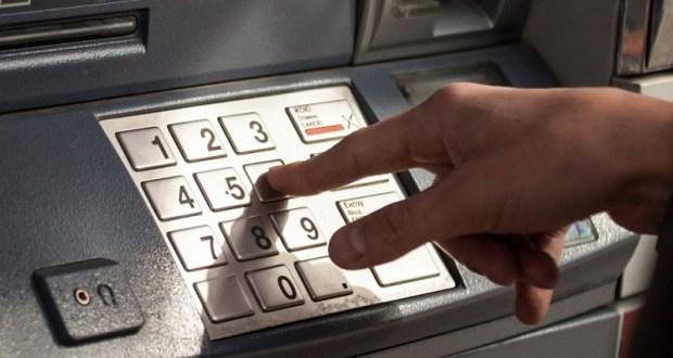 То ли жадность, то ли глупость, но крымчане снимают деньги с чужих карточек. Пара историй из Симферополя