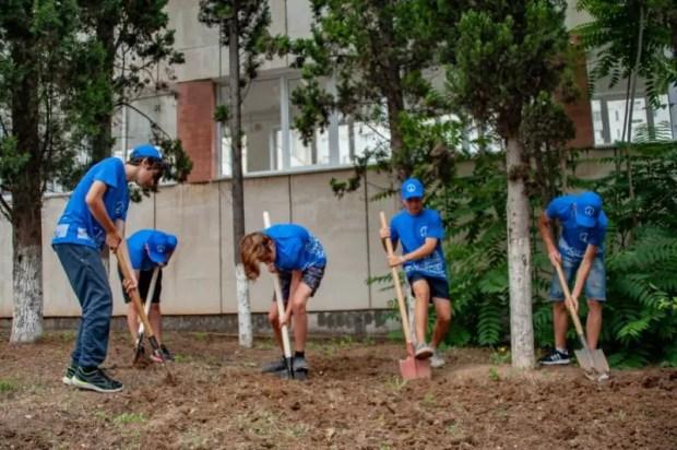 В Севастополе проверили работу губернаторских школьных трудовых отрядов