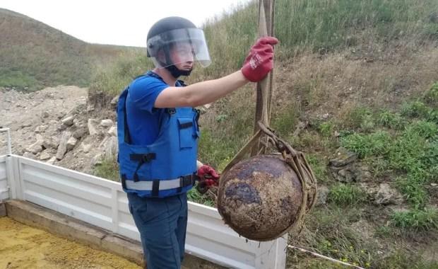 Сегодня пиротехники МЧС обезвредили в Керчи 436 взрывоопасных предметов