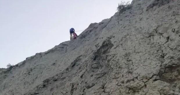 На мысе Хамелеон «КРЫМ-СПАС» снимал туриста с крутого горного склона