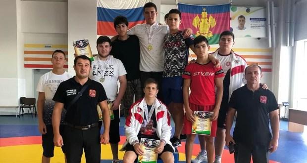 У юных крымских борцов-классиков - пять медалей турнира в Краснодаре