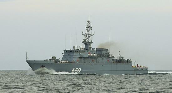 Корабль противоминной обороны ЧФ «Владимир Емельянов» совершает переход в Севастополь