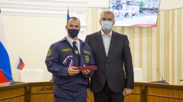 В Крыму наградили спасателей, отличившихся при ликвидации природных ЧС