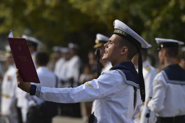 Первокурсники ЧВВМУ имени Нахимова в Севастополе приняли Военную присягу
