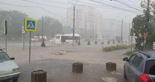 Тропический ливень, град, улицы – реки… И все за один час в Симферополе