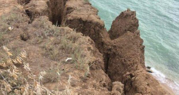 На побережье в районе Немецкой балки обнаружен обвалоопасный участок
