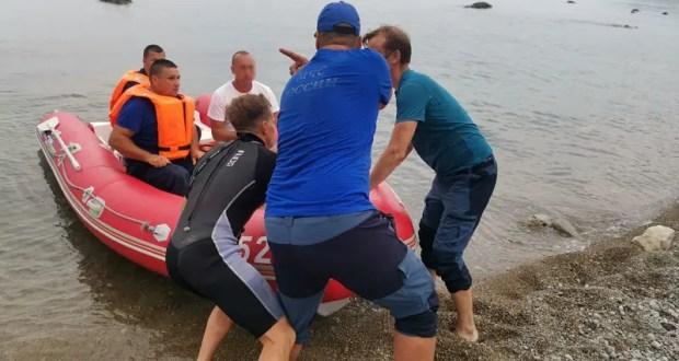 Мужчине стало плохо на «диком» феодосийском пляже. На помощь пришли спасатели