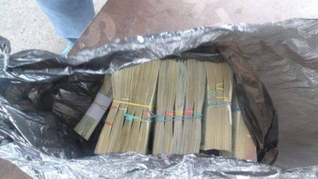 Украинец пытался провезти в Крым 150 тысяч долларов. Не вышло