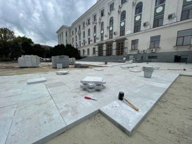 Что там на площади Ленина в Симферополе делается? Стройка, которую контролирует из окна кабинета Аксёнов