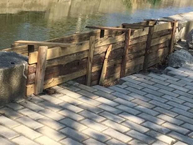 В Керчи восстанавливают бетонное ограждение реки Мелек-Чесме