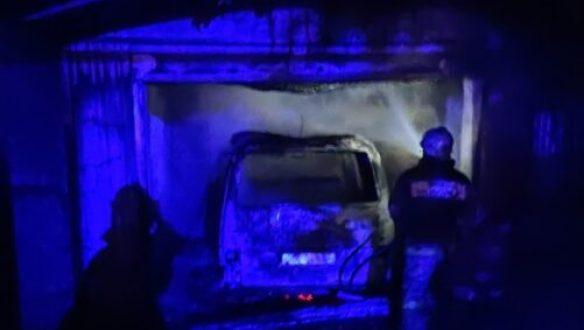 Пожар в с. Красносельское - сгорел гараж с автомобилем
