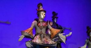 В Евпатории прошел юбилейный вечер театра на ходулях «Шоу великанов»