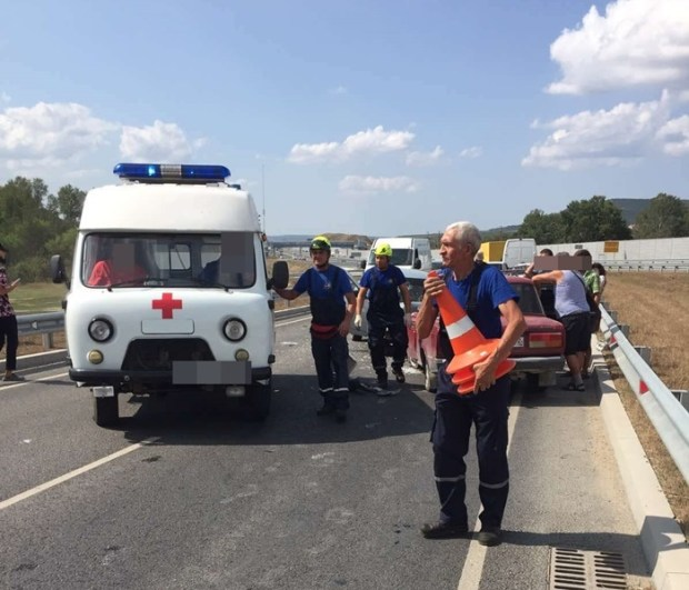 ДТП в Крыму: в одном случае столкнулись три автомобиля, в другом - два. Пострадал и пешеход