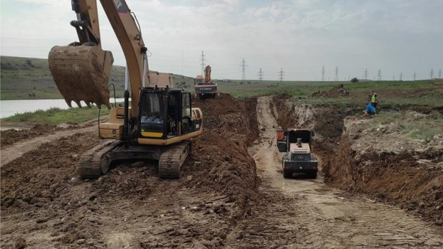 Под Керчью начали строить дамбу. Должна защитить от разлива рек и подтоплений