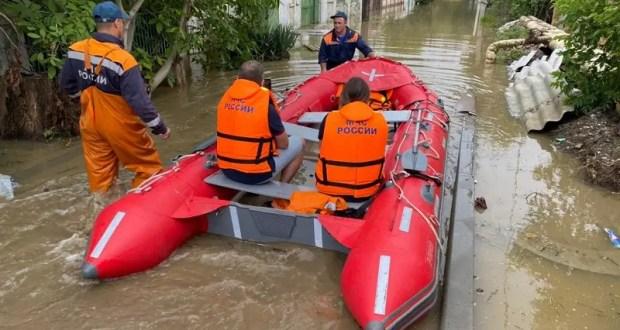 Большая вода наступает на Керчь. В зону бедствия выехал Глава Крыма