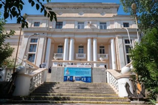 Губернатор Севастополя проверил ход работ на объектах в Балаклаве