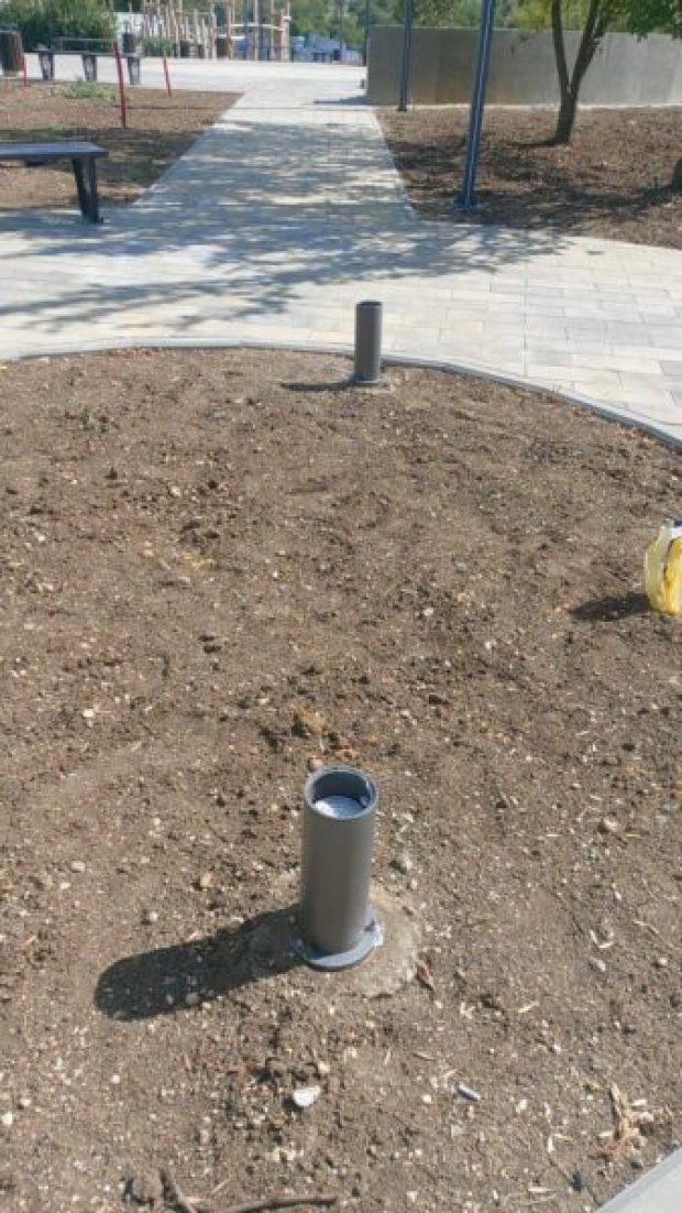 В Симферополе неизвестные вандалы разбили светильники в новом сквере