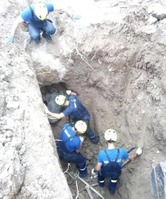 Час с лишним под завалом земли провел строитель в Крыму. Выжил