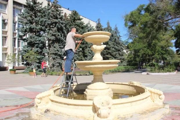 В Керчи ремонтируют фонтаны
