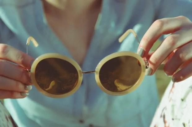 Солнцезащитные очки - аксессуар не только для лета. Как выбрать?