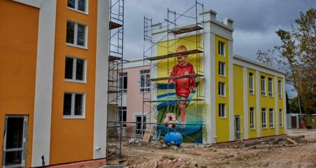Безупречное качество: севастопольские чиновники о строительстве детского сада на улице Хрусталёва