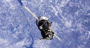 Космонавт Антон Шкаплеров разбирает фото, сделанные на орбите, и показывает Наш Крым