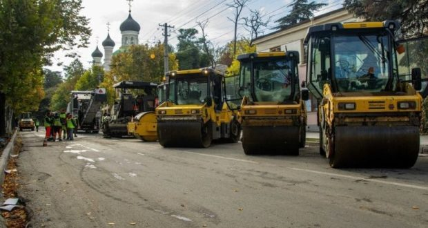 В центре Симферополя – дорожные работы. Проезд по улице Гоголя закрыт