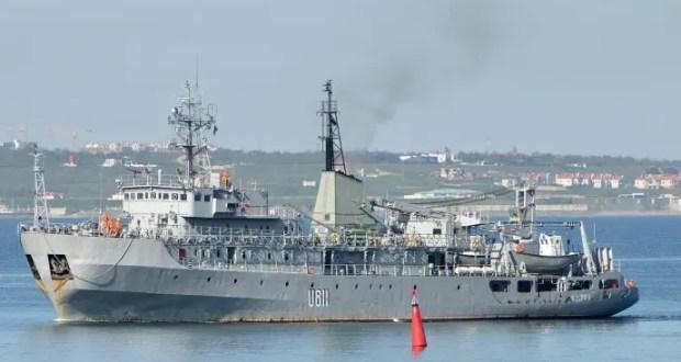 В Черном море терпит бедствие корабль ВМС Украины. Его пытаются отбуксировать в Одессу