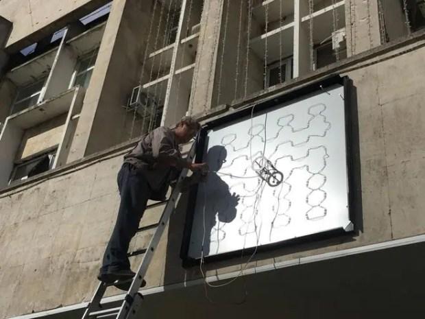В Керчи на здание городской администрации возвращают часы