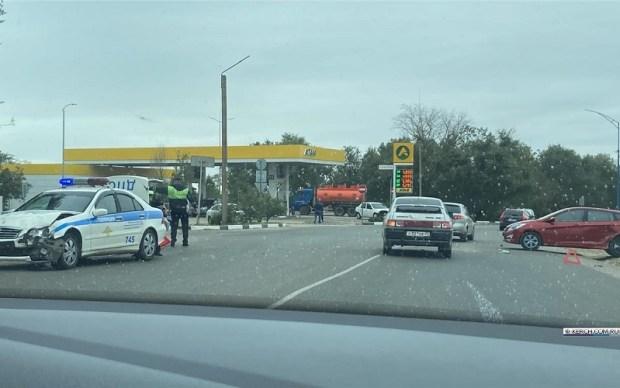 ДТП с полицейской машиной в Керчи