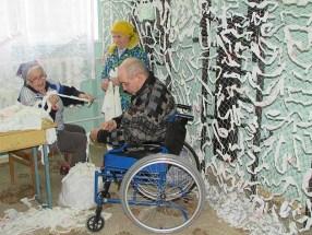 Бердянск. Пенсионеры помогают своей армии