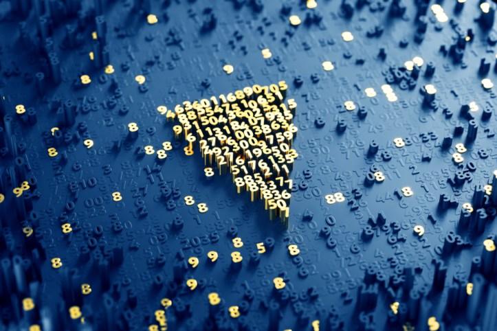 Verge XVG projeto &quot;width =&quot; 723 &quot;height =&quot; 482 &quot;data-recalc-dims =&quot; 1 &quot;/&gt; </p> <p> <strong> Beira versus Bitcoin </strong> </p> <p> Em uma rápida comparação com o Bitcoin, as vantagens do XVG sobre a criptocorrência líder dos mercados são logo evidentes. </p> <p> Primeiro, temos o seu preço <em> </em>. Desde a sua criação, o Bitcoin tem sido a moeda mais cara no universo digital, e atualmente está experimentando uma recuperação importante, alcançando um máximo de US $ 9.372,38 em 27 de abril, de acordo com dados da Coindesk. </p> <p> Isso o afasta do interesse de milhões de entusiastas que não podem comprá-lo, ao contrário de Verge, que com um preço atual de US $ 0,071670 por moeda é extremamente acessível aos bolsos da maioria. </p> <p> Segundo, a velocidade <em> </em>. O Verge foi criado com o objetivo de reduzir o tempo de transação. O tempo mínimo de transferência é de aproximadamente 30 segundos, comparado aos 10 minutos que uma operação para o Bitcoin pode levar. </p> <p> E, finalmente, <em> privacidade </em>. O Verge fornece proteção robusta de privacidade, enquanto o Bitcoin não tem a função de proteger os endereços IP envolvidos nas transações. </p> <p> Devido às razões mencionadas acima, o Verge está rapidamente ganhando força em termos de popularidade, agora em 25º lugar no ranking da CoinMarketCap. </p> <p> <strong> Carteiras </strong> </p> <p> Assim como muitas das criptomoedas existentes, o Verge oferece versões de sua carteira para PCs e dispositivos móveis. No momento, ele suporta apenas o Android, na esperança de adicionar iOS à oferta deste ano. </p> <p> Além do Electrum e do I2P, as carteiras nativas do XVG, Coinomi (Android) são outra alternativa se você quiser fazer transações do seu celular. Simplesmente baixe o aplicativo Coinomi e você poderá começar a enviar e receber moedas através deste software. </p> <p> Da mesma forma, existem outros, como o Verge TOR Android Wallet, o Verge Daemon Docker Image, o Ve