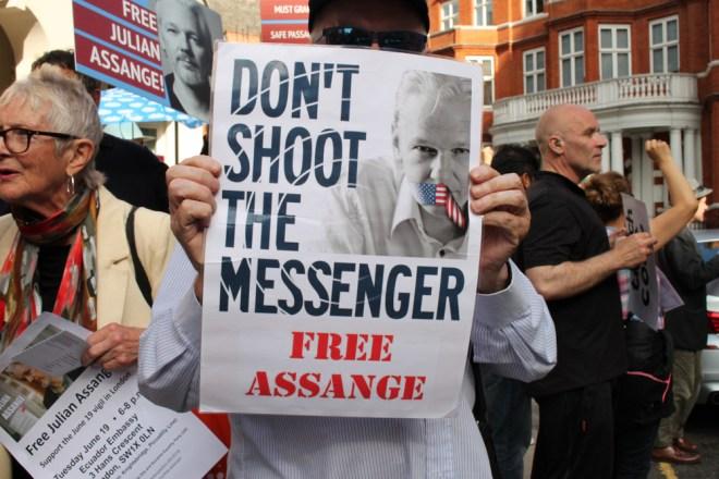 Julian Assange - Quien Es - 2