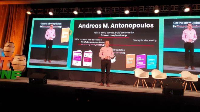 Andreas M. Antonopulos en laBITconf 2019 en Montevideo, Uruguay.