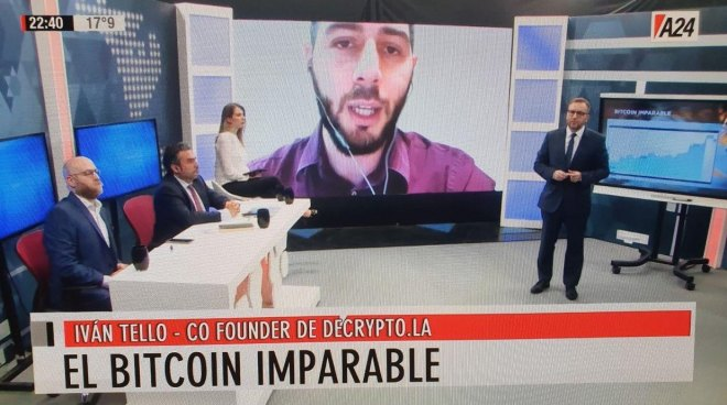 En la imagen de fondo Iván Tello, Co Funder Decrypto.la