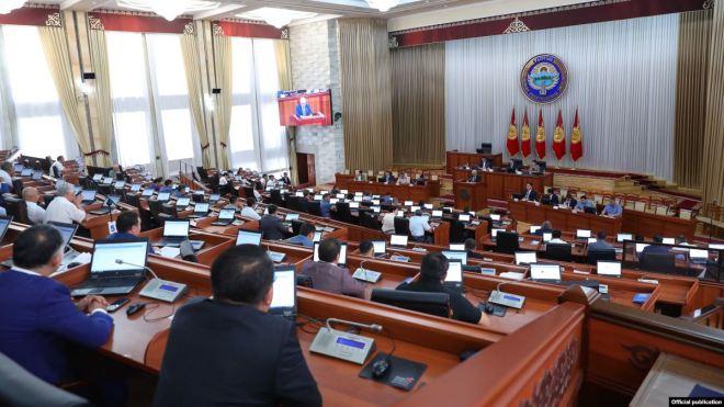 Parlamento de Kirguistán estaría a pocos pasos de alcanzar acuerdo para la legalización de la minería de Bitcoin. Fuente: Current Times.