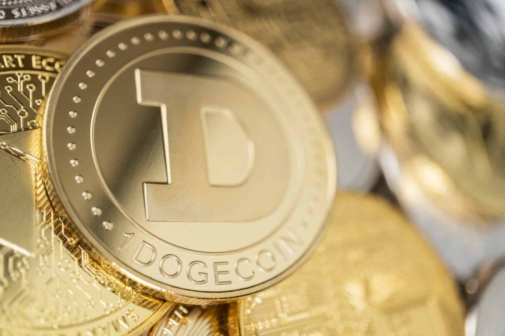Precio de Dogecoin retrocede, ¿se prepara para un nuevo impulso?, ¡descúbrelo aquí!