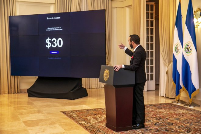 President of El Salvador presented the Chivo wallet service.  He also announced that Salvadoran citizens will receive a bonus in Bitcoin equivalent to $ 30 dollars.  Source: Trustnodes