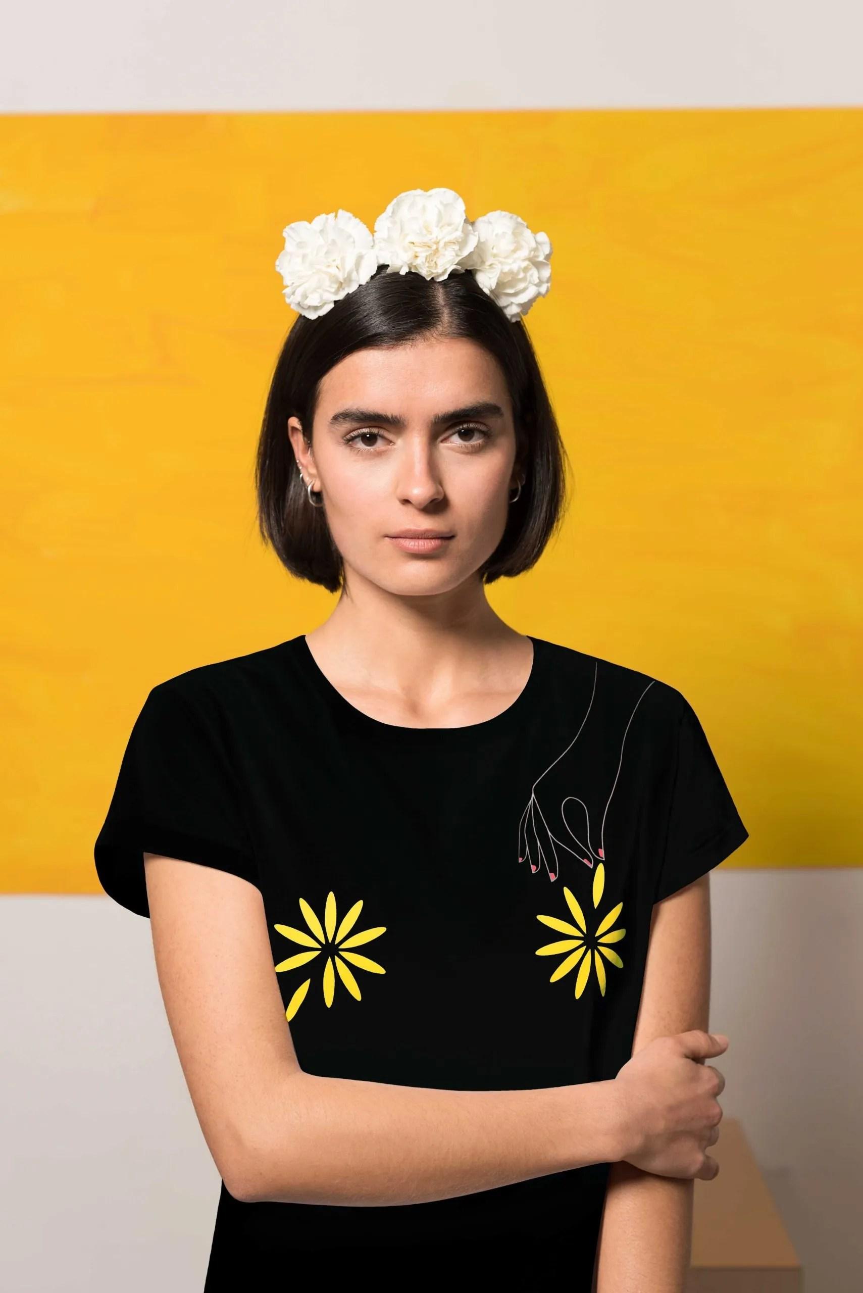 Camiseta Negra Algodón Orgánico Flores Crisálida5