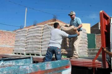 Entrega de cemento y tinacos a bajo costo